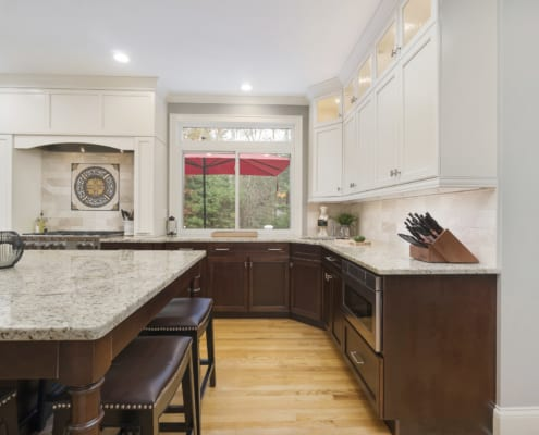 Traditional-Gourmet-Kitchen-Two-Tone