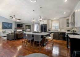 Two-Tone-Modern-Kitchen-Mahogany-Floors
