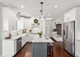 Modern-Farmhouse-Style-Kitchen-Two-Tone.