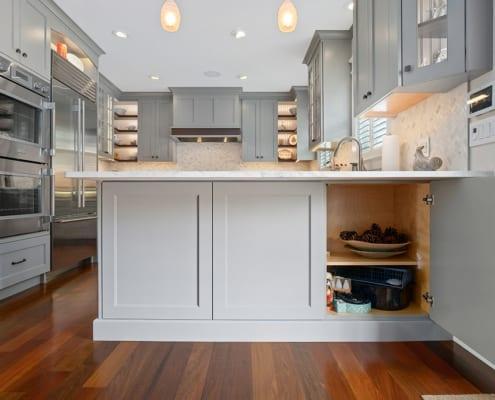 peninsula-storage-transitional-kitchen